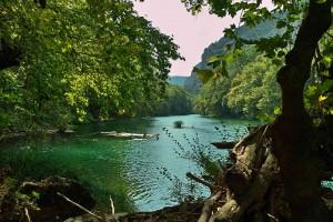 Die Anfänge des Pinois-Delta; dort wo der Fluss aus der Schlucht tritt