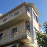 """Eine Mischung aus """"Art Deco"""" und Bauhaus. Ergebnis de Wideraufbaus nach 1945,als sich viele wohlhabende Griechen nach Frankreich orientierten. Deutschland war unten durch, und ist es bei der älteren Generation bis heute.  Eine Anti-Schäuble-Architektur gibt es heute nicht - aber Wut, die Quelle einer intensiven Formensprache werden könnte, ist vorhanden"""