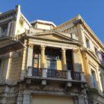 """""""Neoklassika"""": historistische Häuser im Stil des späten Klassizismus in Iraklio, entstanden um1900."""
