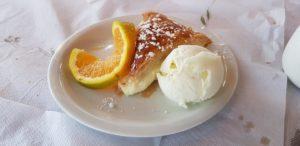 Dessert: Bougatsa, Orange, Vanilleeis mit Masticha