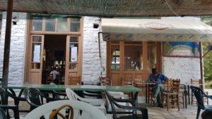 """Die wahrscheinlich besten """"Pommes"""" gibt es in der Taverne """"Evthimia"""" in Anatoli, einem Ort am Fusse des Ossa auf 800 Metren Höhe. Leicht vorgekocht, kurz frittiert, mit Oregano bestreut. So einfach."""
