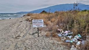 Leider an einigen Stellen mit Müll verschmutz. Ein Angler warnt mit dem Schild seine Freunde: Mein Anglerfreund, achte die Natur.  Nimm deinen Müll mit, wenn Du gehst. Dein Kollege.