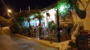 Nikis Taverne an der Dorfstraße von Zagora